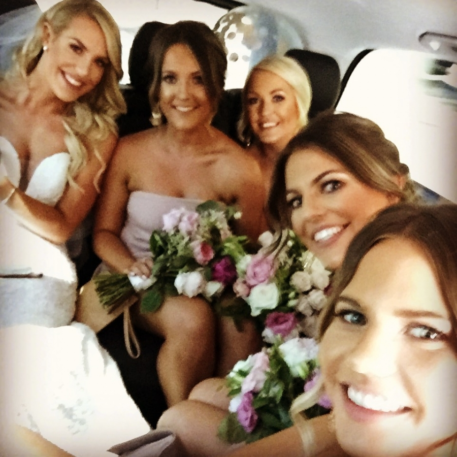 BRIDE AND BRIDESMAIDS MERCEDES V CLASS